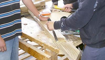 Strumenti per lavorare e intagliare il legno